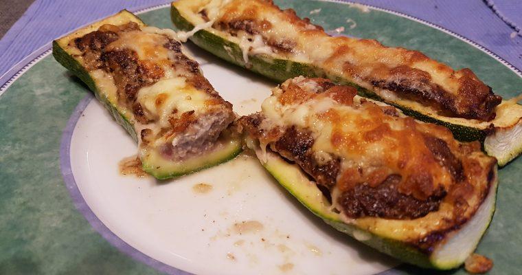 Gefüllte Zucchini mit Hackfleisch und Bacon